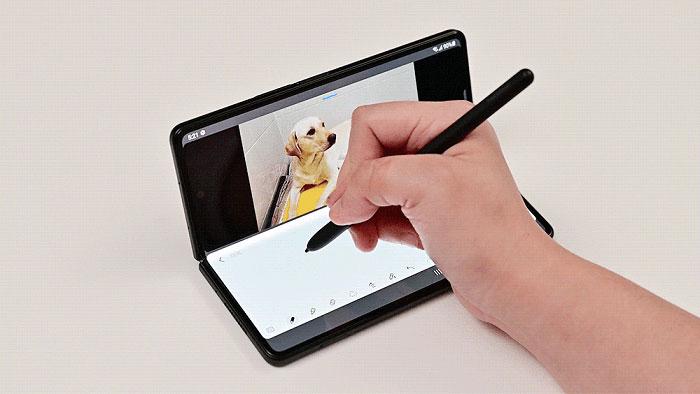 take-advantage-of-the-S-Pen-on-the-Samsung-Galaxy-Z-Fold3-5G